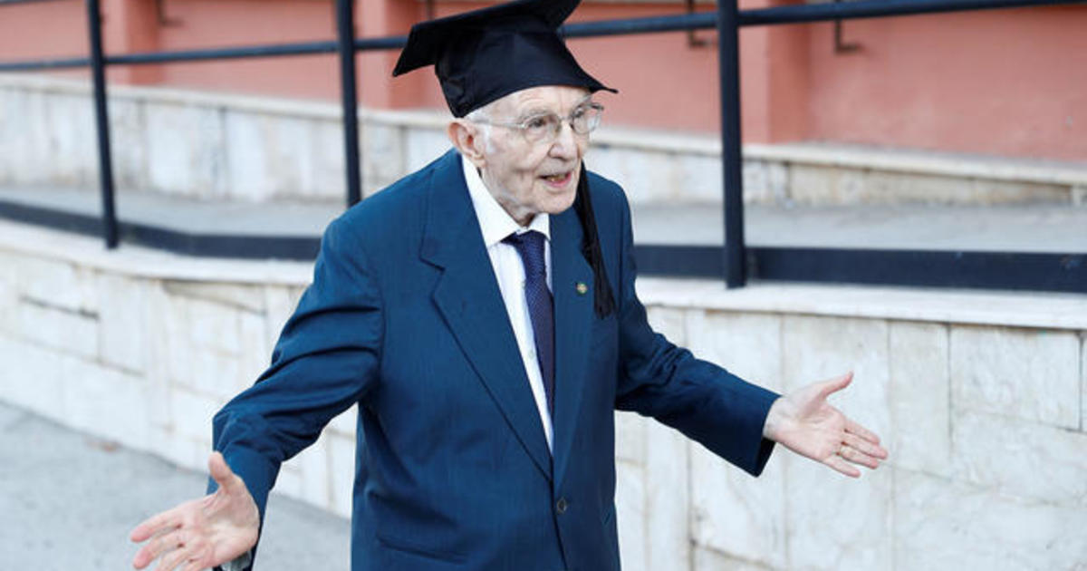 96-year-old WWII veteran graduates from college