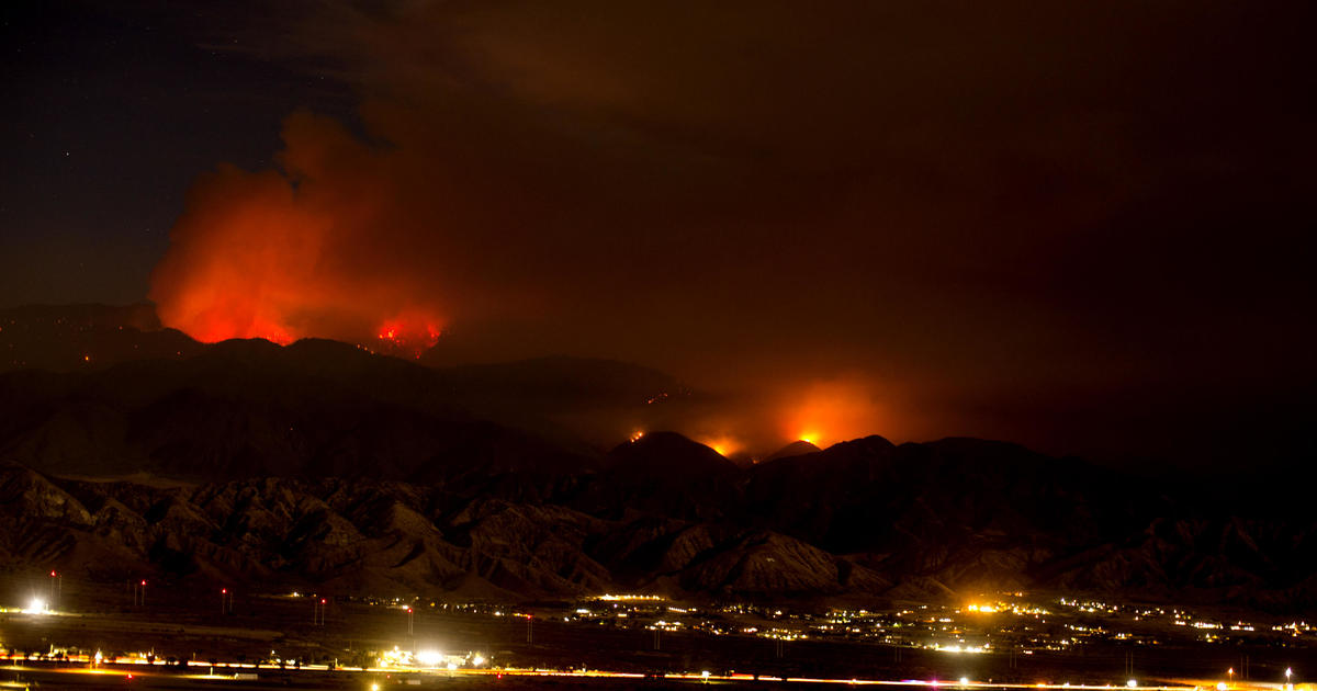 Apple Fire in California forces thousands to flee