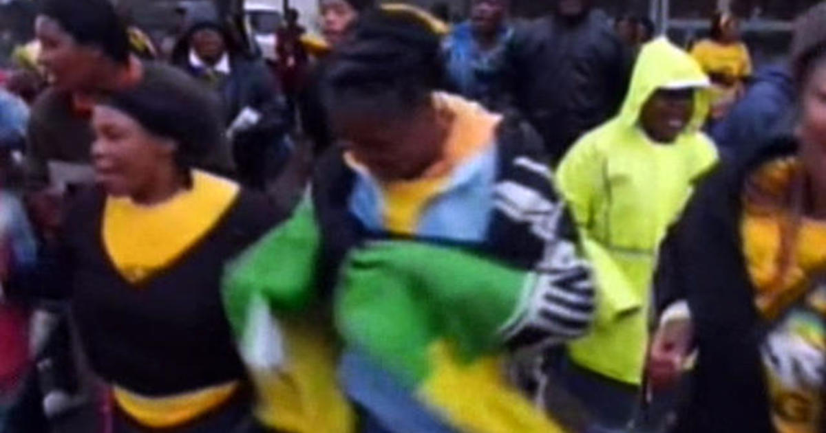 Thousands come together to remember Nelson Mandela