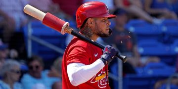 Yadier Molina among Cardinals to test positive for COVID-19