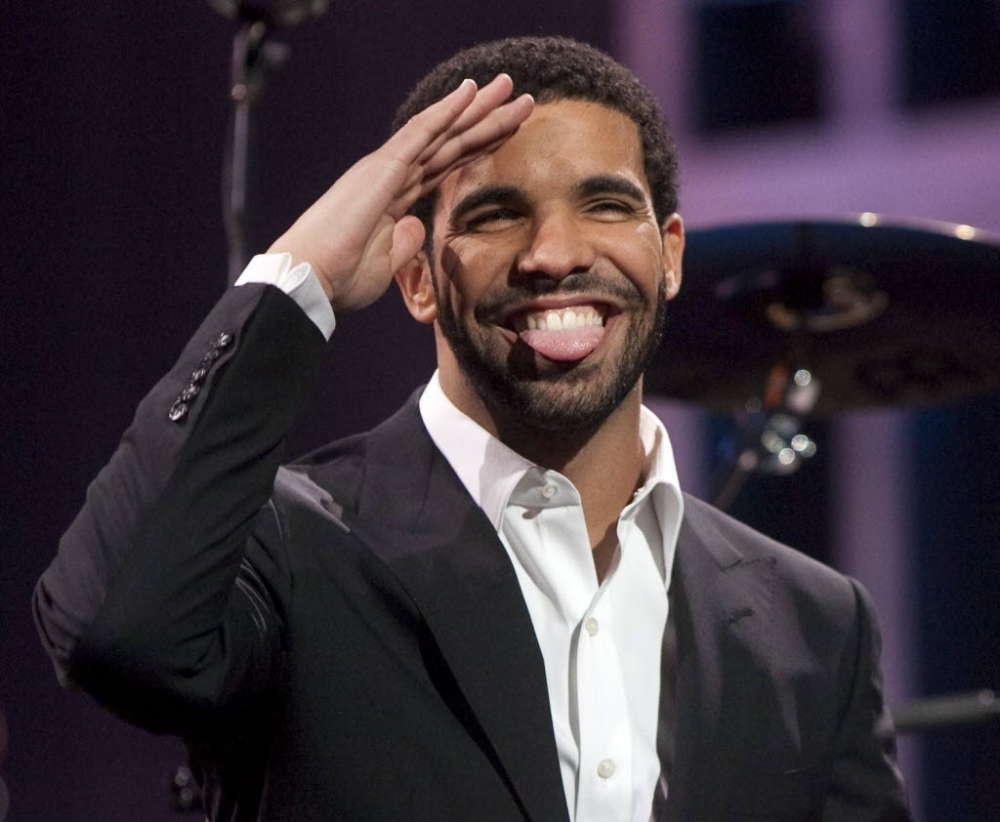 Drake Praises Machine Gun Kelly For 'Reinventing Himself' Following Rap Career