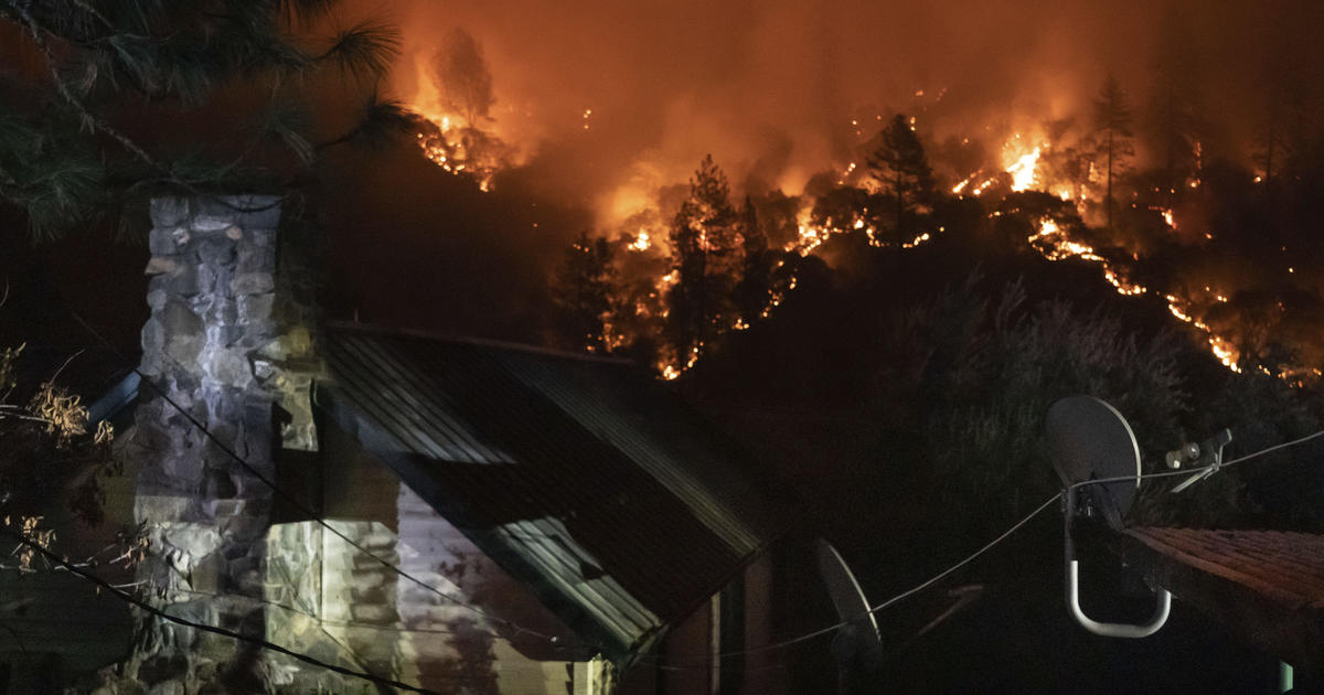 Western wildfires turn more deadly, spur mass evacuations