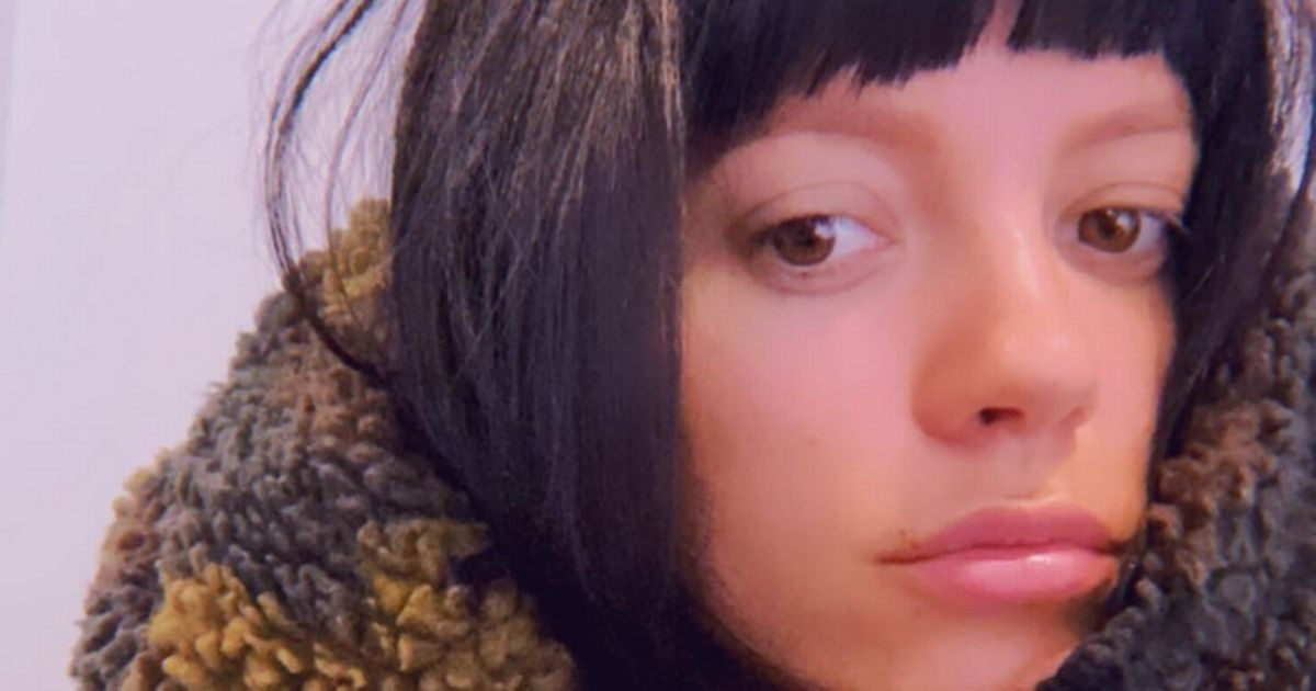 Lily Allen begins quarantine after jetting home following Las Vegas wedding