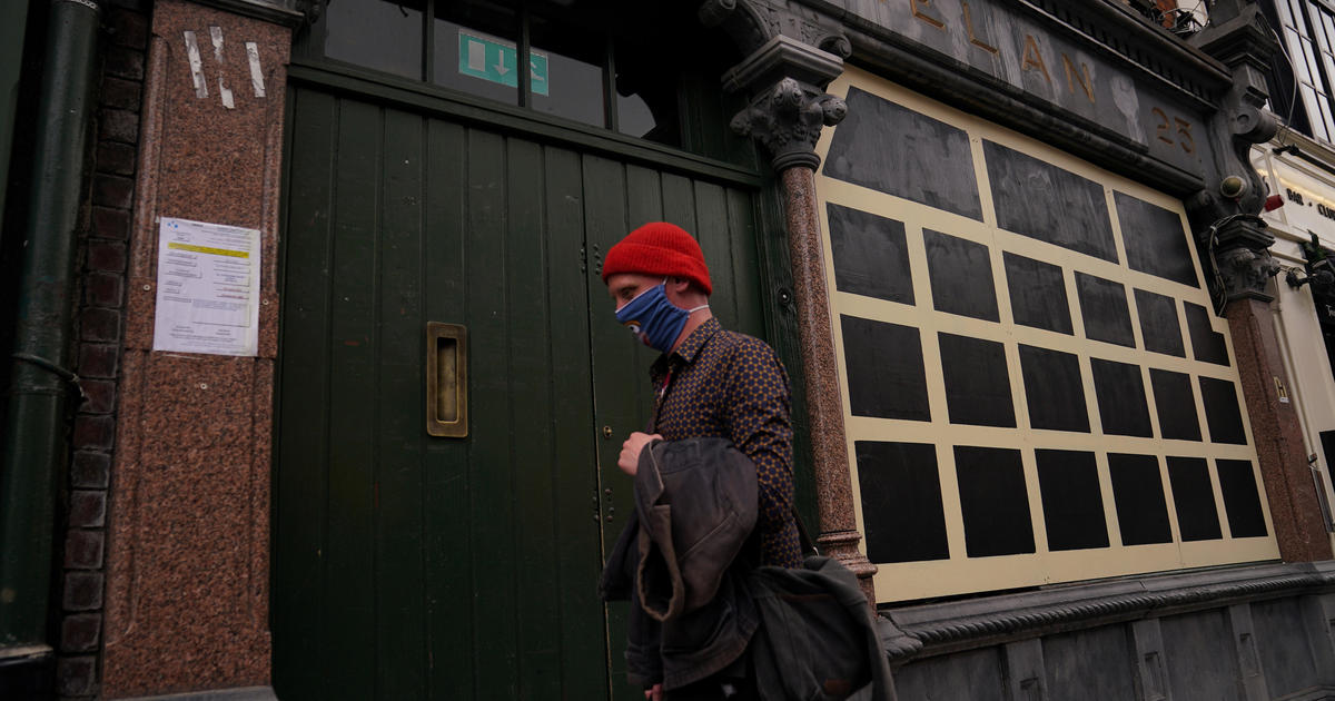"""Dublin pubs to remain closed amid """"worrying"""" virus surge"""