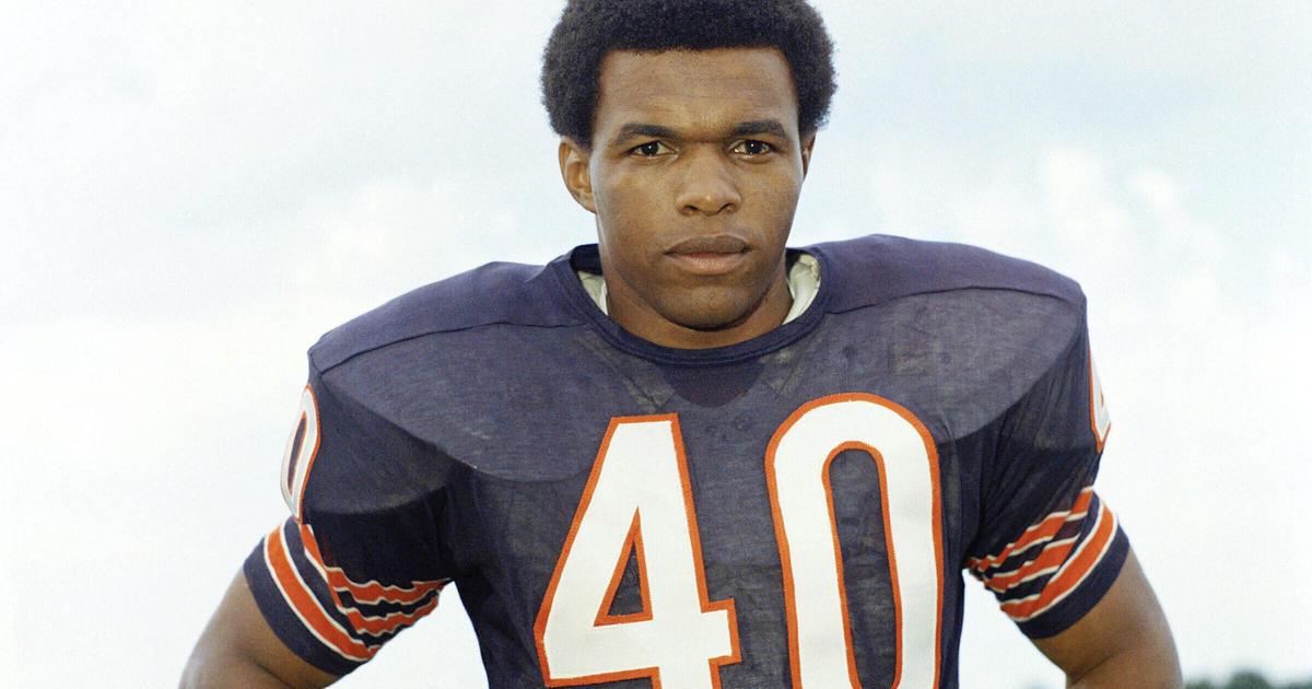 NFL legend Gale Sayers dies at 77