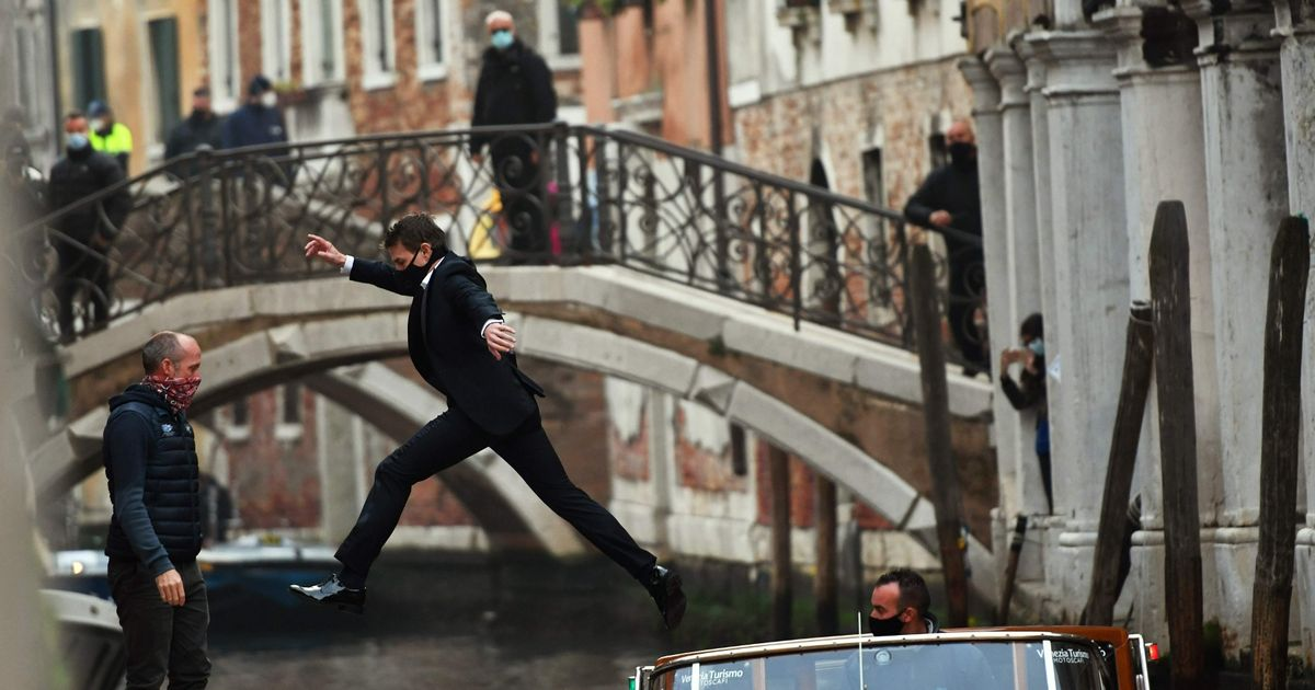 Tom Cruise stars in Mission Impossible stunt as he leaps between boats in Venice