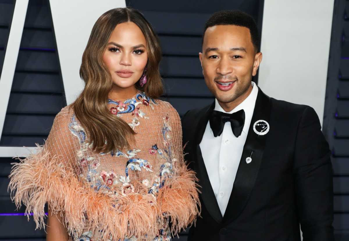 Social Media Defends Chrissy Teigen And John Legend For Sharing Hospital Photos After Losing Their Baby Jack