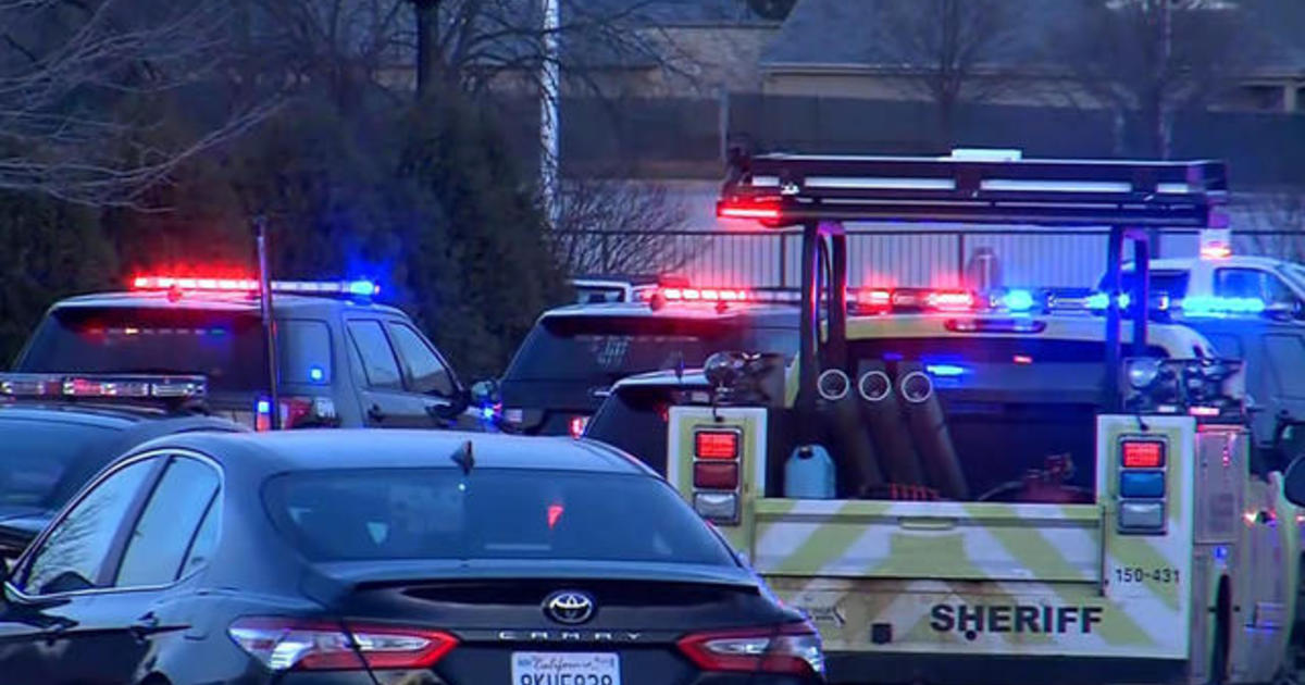 Wauwatosa police still searching for suspect involved in mall shooting