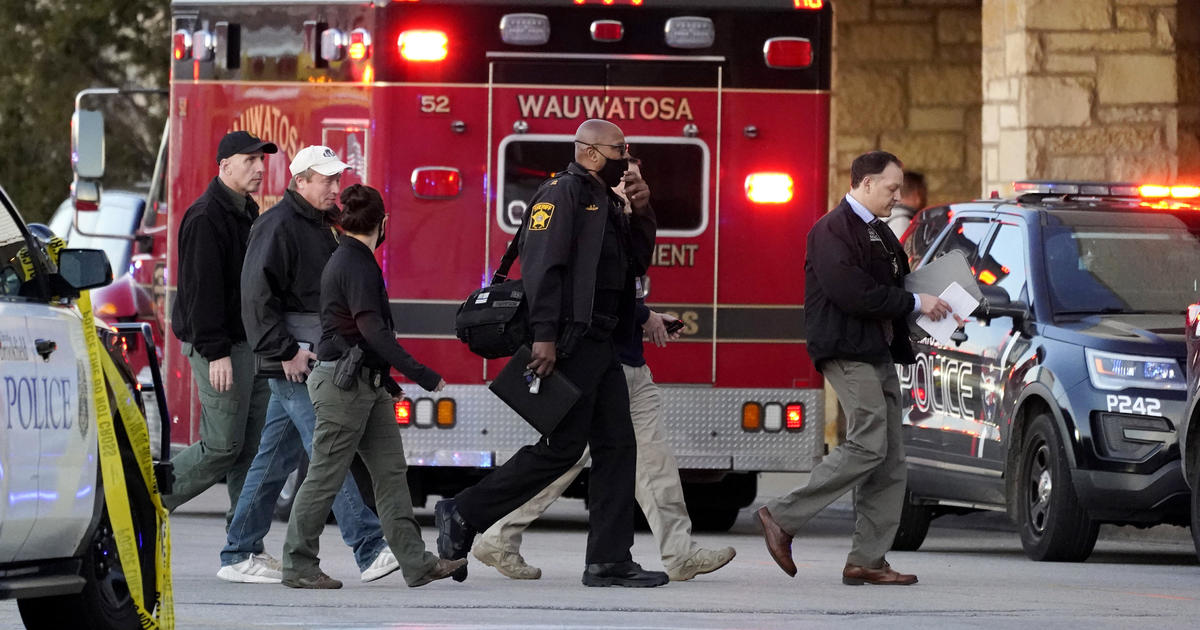 Shooting at Wisconsin mall leaves 8 injured