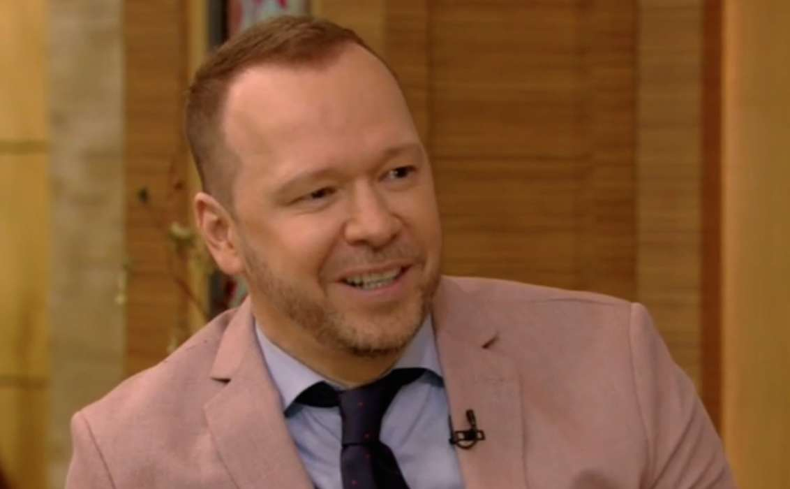 Donnie Wahlberg Leaves A Massive $2020 Tip For A Waitress – Again