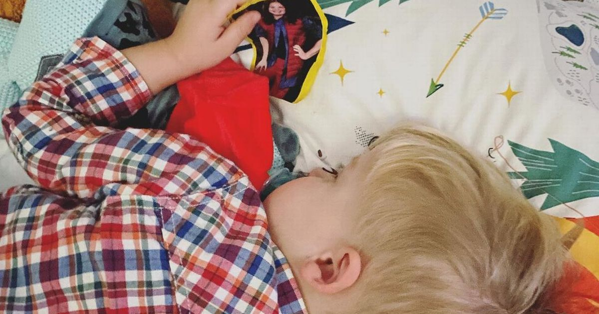 I'm A Celeb star Giovanna's 2-year-old son falls asleep clutching a photo of her