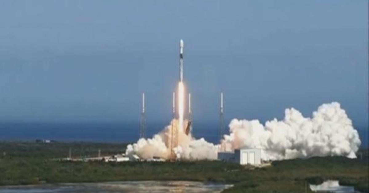 SpaceX Falcon 9 rocket launches SiriusXM satellite