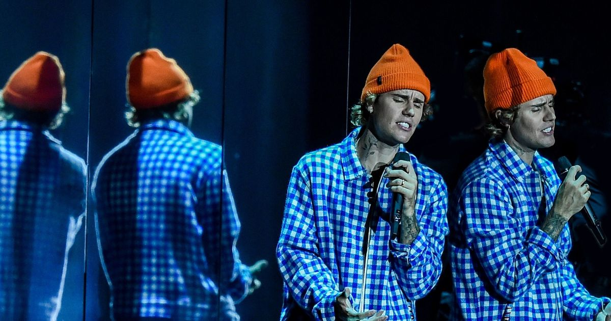 Justin Bieber teams up with NHS Choir in bid for Christmas Number One single