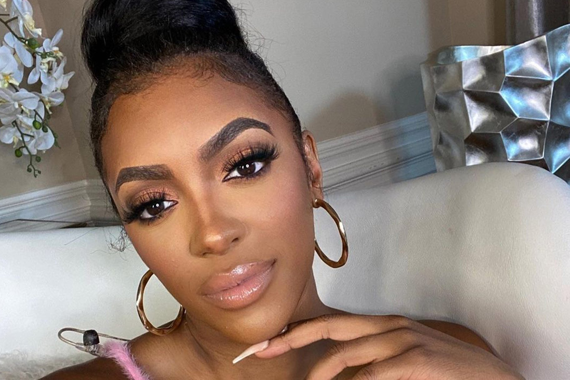 Porsha Williams Reminds Fans To Watch A New RHOA Episode Today