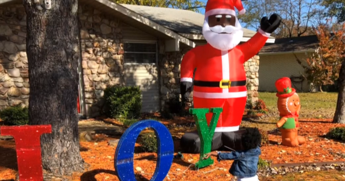 Black Santas pop up in Little Rock after family gets racist note